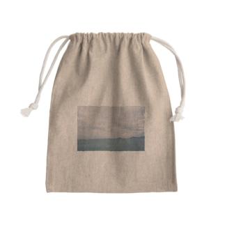 くもりの海でパラシュート Kinchaku