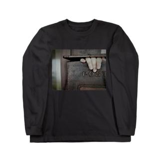 ポストから手 Long sleeve T-shirts