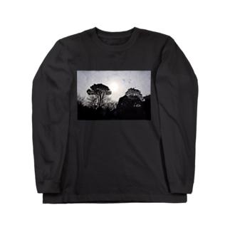 街にある公園でも大地を感じられた Long sleeve T-shirts