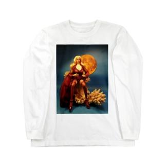 赤い月を背に珊瑚に腰掛ける金髪の美魔女 A blonde witch and the moon (doll photo) ロングスリーブTシャツ