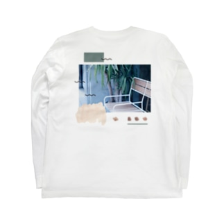 Break time here. Long sleeve T-shirts