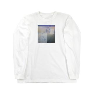 イルカが泳いでる水槽 Long sleeve T-shirts