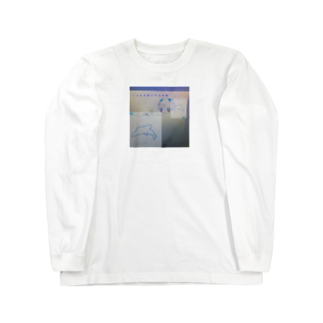 寝る子は育つのイルカが泳いでる水槽 Long sleeve T-shirts