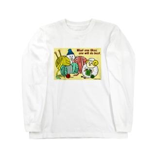 編み物をする毛糸玉ひつじ Long sleeve T-shirts