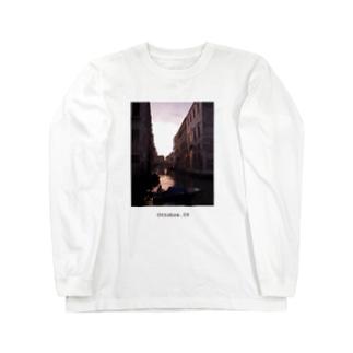Ottobre. 09 / Venezia,italia Long sleeve T-shirts
