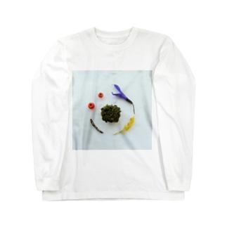 苔を中心とした花と実と枝 Long sleeve T-shirts