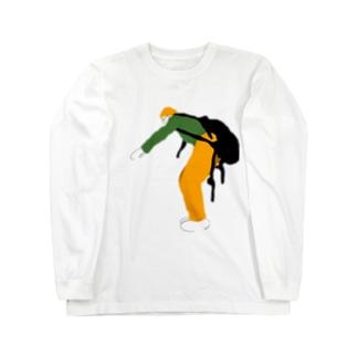 回転する椅子に立とうとする人 Long sleeve T-shirts