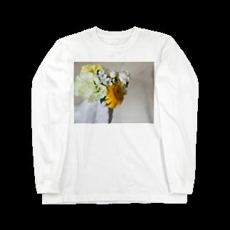 Marnieの片手に花束 Long sleeve T-shirts
