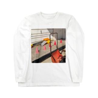 カラーコーンと芝刈り機 Long sleeve T-shirts