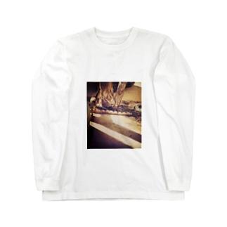 日と陰をまたぐ猫 Long sleeve T-shirts