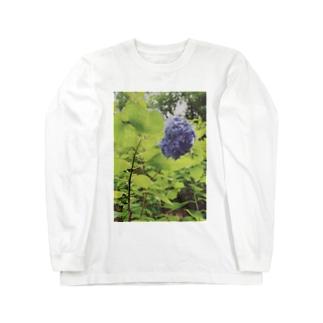 美しさ浮かび上がる雨に濡れた紫陽花 Long sleeve T-shirts