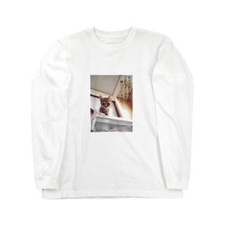 汝が子猫を覗く時、子猫もまた汝を覗いているのだ。 Long sleeve T-shirts