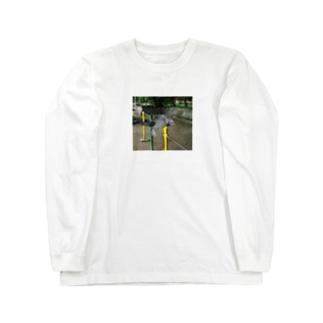 鉄棒で背面跳びするねこ Long sleeve T-shirts