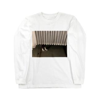 カーテン下から足 Long sleeve T-shirts
