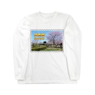 日本の城:桜咲く逆井城の春景色★白地の製品だけご利用ください!! Japanese castle: Sakasai Castle with Cherry flowers★Recommend for white base product only !! Long sleeve T-shirts