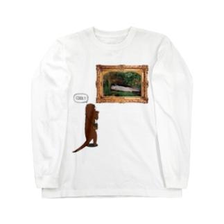 絵画鑑賞するカワウソ Long sleeve T-shirts