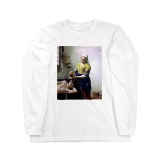 牛乳を注がれる男 Long sleeve T-shirts