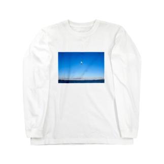 松島で飛ぶウミネコ Long sleeve T-shirts