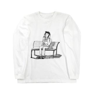 公園のベンチで音楽聴く人 Long sleeve T-shirts