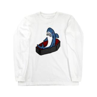 棺で寝起きするサメ Long sleeve T-shirts