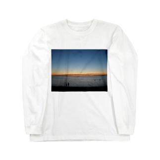 クリスマスの夜9時頃のメルボルンビーチ Long sleeve T-shirts