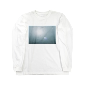 光に反射する宇宙みたいな濡れた浜辺 Long sleeve T-shirts