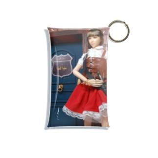 人形写真:冒険者ギルド「銀の船」の前に立つ美少女冒険者 Doll picture: Pretty adventurer at the guild Mini Clear Multipurpose Case