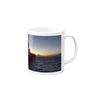 江ノ島から富士山を望む。 Mugs