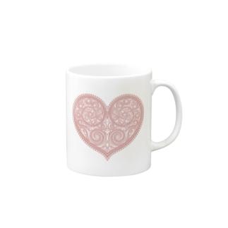 ゴージャスなアクセサリーのようなピンクのハートマーク Mugs