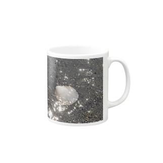 海と貝と Mugs
