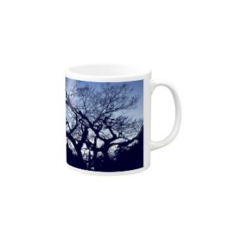 blue tree Mugs