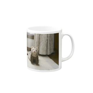 佇むフェレット Mugs