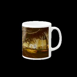 影のある写真とチワワの表参道 Mugs