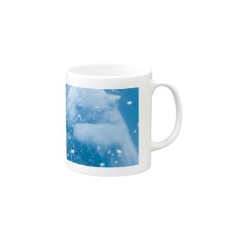 水槽に飛び込んだ 、 ホッキョクグマ 。 🐻 Mugs