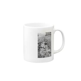 灰色の花 Mugs