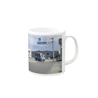 道の駅たのうらを走る産交バス Mugs