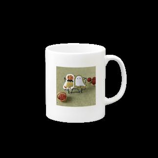 ムムリク舎のオバケちゃんとパンプキンちゃんのマグカップ Mugsの取っ手の右面
