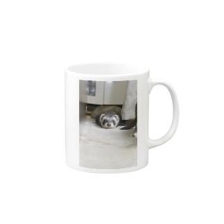 遊び疲れたフェレット Mugs