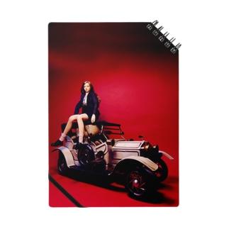クラシックカーに座る美少女ドール Pretty doll with a classic car ノート