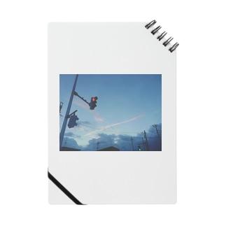 飛行機雲と信号(赤) Notes