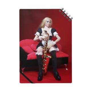 ドール写真:サクソフォンを持つブロンドメイド Doll picture: Blonde maid with a saxophone Notes