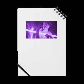 Raaaaam.の光を抱える女性像 Notes