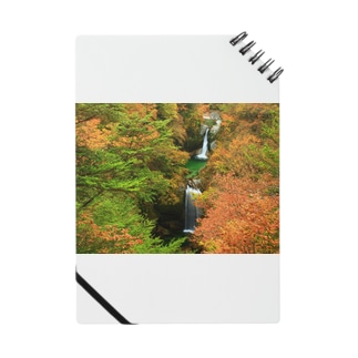 紅葉最盛期の滝 Notes