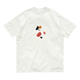 SUIMINグッズのお店の【中】まぐろの握り寿司を自慢げに持ち運ぶ猫 Organic Cotton T-shirts