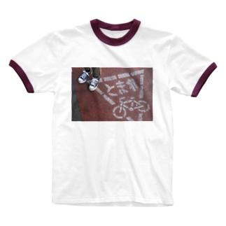 とまれ Ringer T-shirts