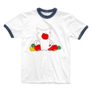 ほっこりネコとリンゴ Ringer T-Shirt