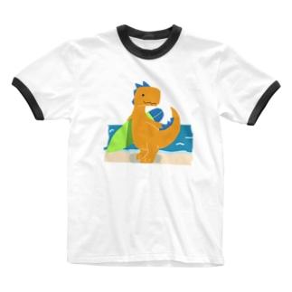 サーフィンを楽しんだかいじゅう Ringer T-shirts