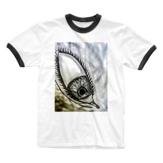 見下ろしてる目 Ringer T-shirts