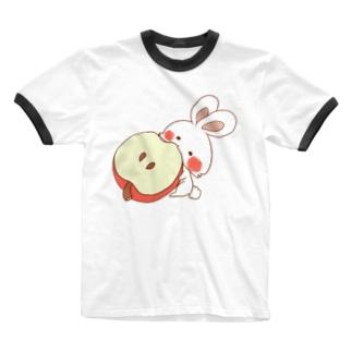 りんごを食べるうさぎさん Ringer T-shirts