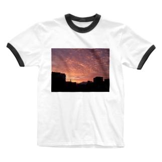 夕暮れ いわし雲 Ringer T-shirts